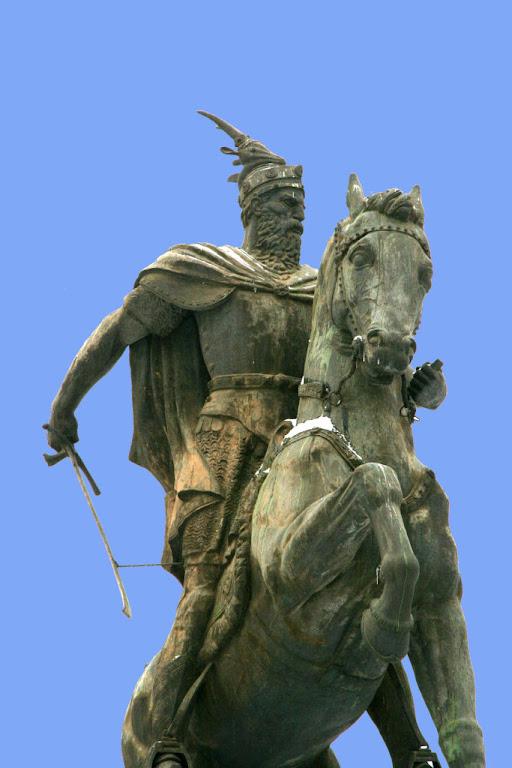 Skanderbeg, monumento em Pristina, Albania