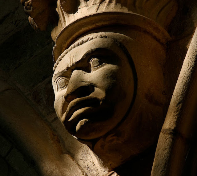 A barbárie e o analfabetismo foram generalizados no inicio da Idade Média na Europa