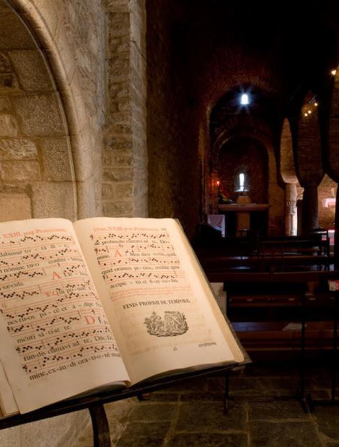 Libro de Orações. O Imperio Romano deixou um continente de escravos analfabetos. A Idade Média fez da Europa um continente de homens livres, alfabetizados e moralizados.