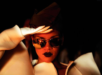 rihanna RIHANNA: Hard (Video Premiere)