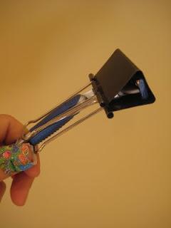 david scrimshaw 39 s blog uses for binder clips dealing with a razor blade. Black Bedroom Furniture Sets. Home Design Ideas