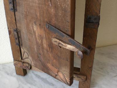 Artesan a r stica en madera puerta o ventanuca de madera - Herrajes rusticos para puertas ...