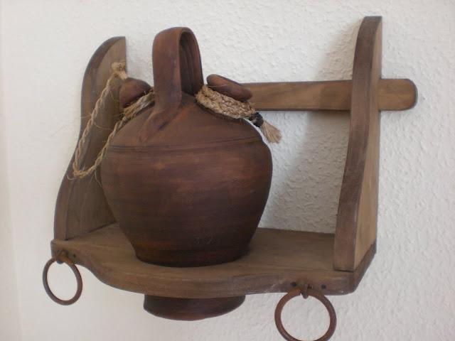 Artesan a r stica en madera botijera de madera con botijo de barro art 14 - Botijo de barro ...