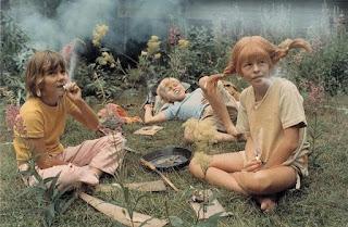 pippi calzaslargas fumando un petilla