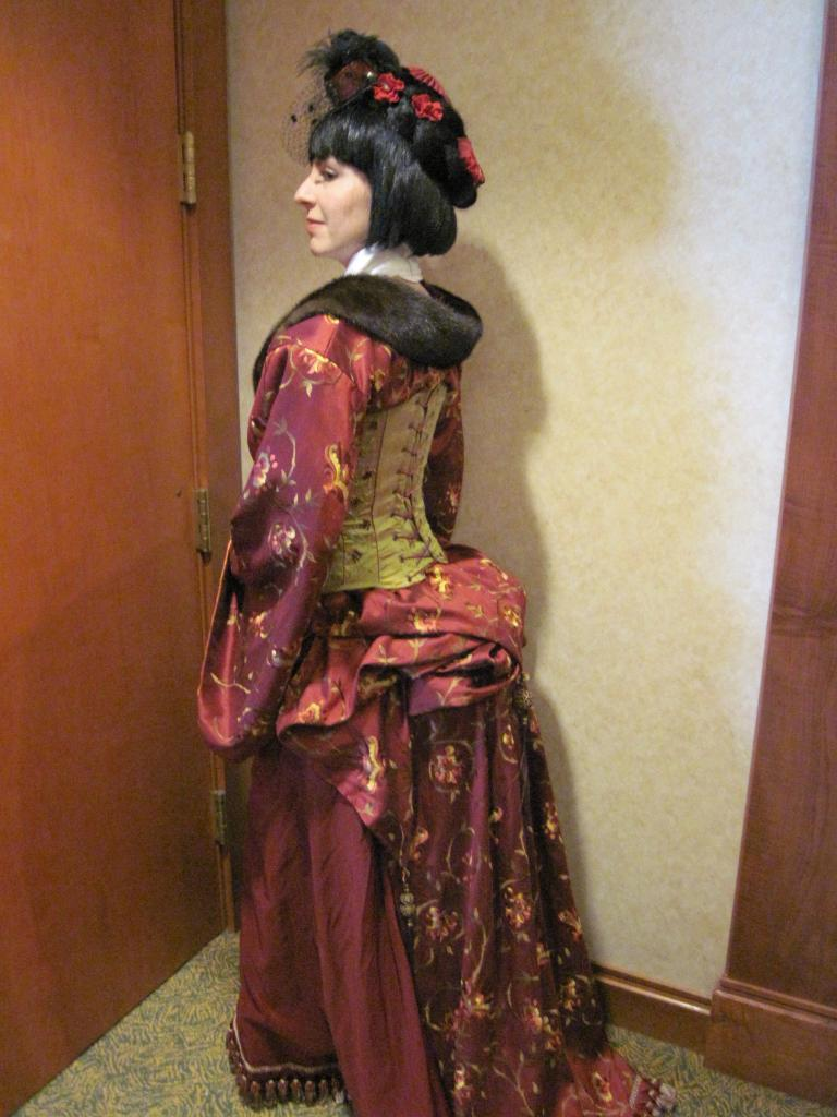 Dating sites for women who like victorian clothing