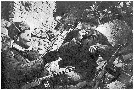 Nacisticki Eldorado I  Battle-stalingrad-rare-pictures-amazing-russians-soviet-soldiers-eat