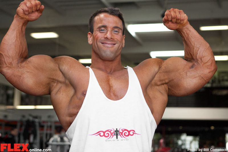 Bodybuilding Junction: Tall - Muscular- Ripped - Wayne