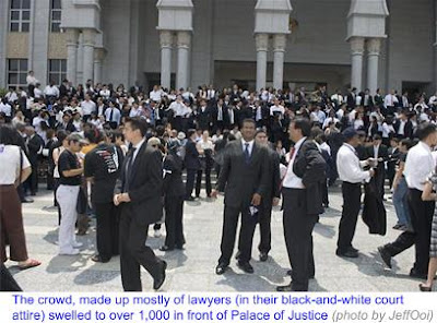 1000 Lawyers March to Save Judiciary 1