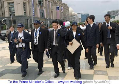 1000 Lawyers March to Save Judiciary 10