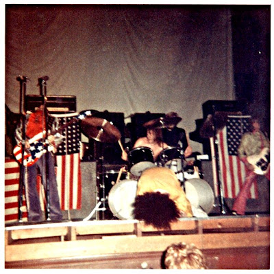 MC5,Kick_Out_The_Jams,psychedelic-rocknroll,back_in_usa,wayne_kramer,fred_smith,sinclair,detroit,elektra,thompson,live