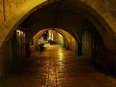 Uma rua da Cidade Velha de Jerusalém