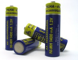 AA batteries - Alkaline, Premium alkaline, Rechargeable nickel-cadmium, Rechargeable nickel-metal hydride