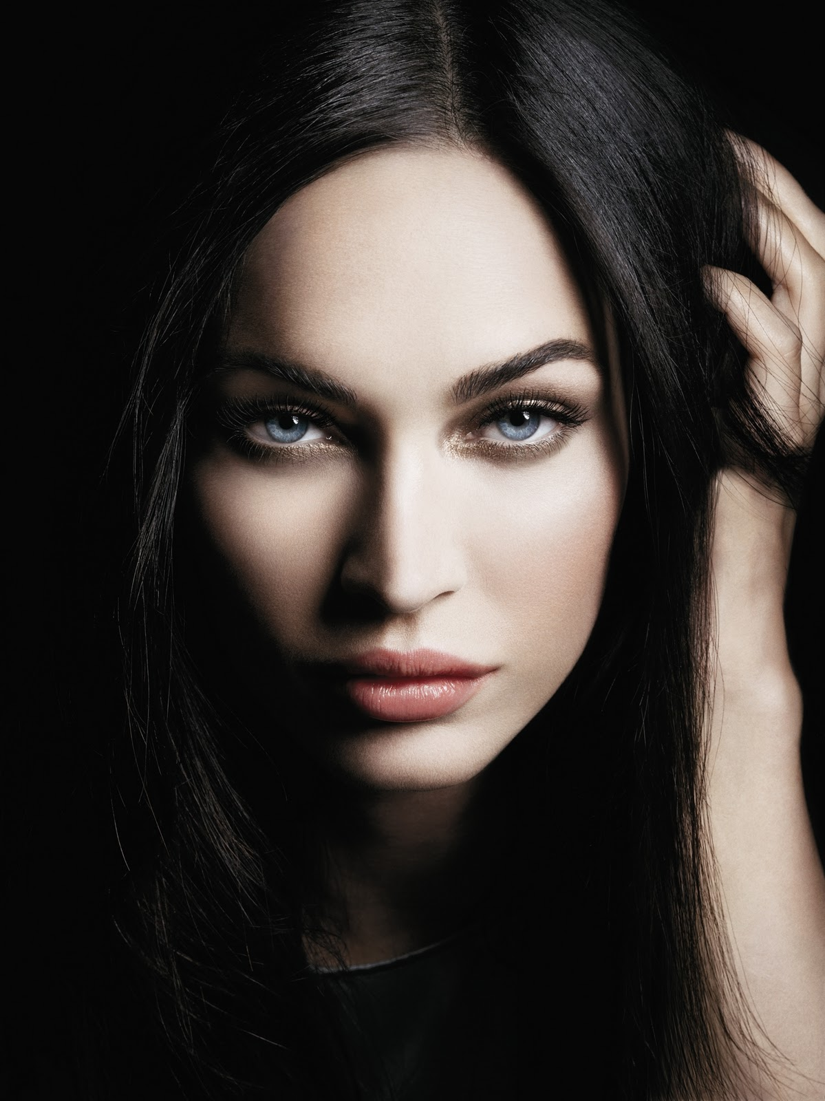 giorgio armani and megan fox have eyes to kill beauty crazed in canada. Black Bedroom Furniture Sets. Home Design Ideas