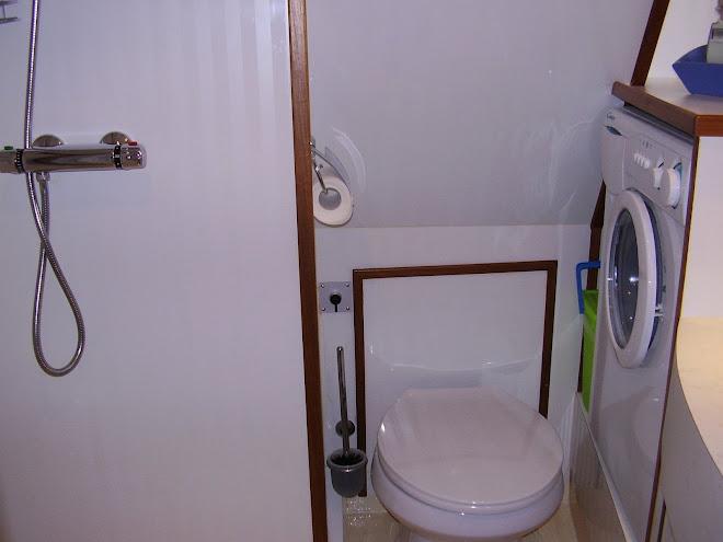 Wasmachine Kast Badkamer : Spitsgatkotter zeer compleet uitgevoerd