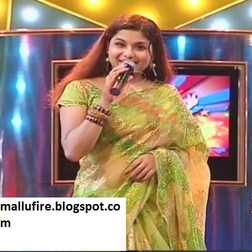 Veena Nair Tv Anchor: Malayalam Tv Anchor Veena Navel Show