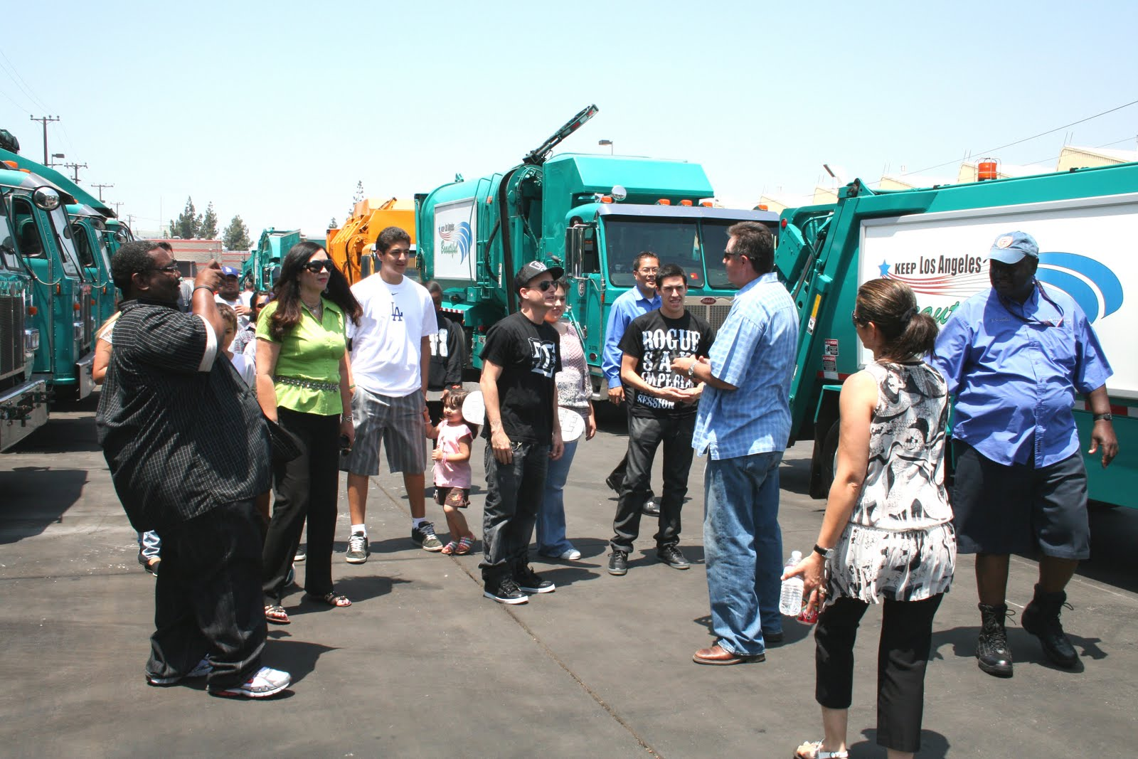 Full Throttle Recycling At The South L.A. Open House With Rob Dyrdek!