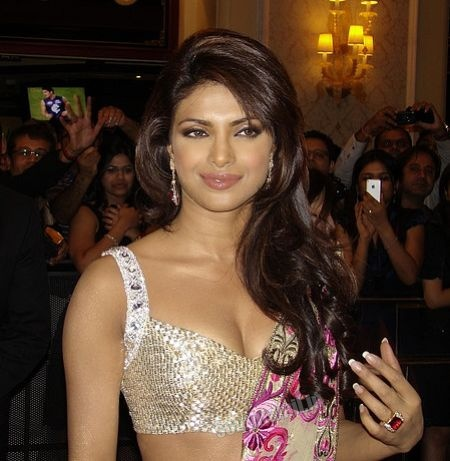 Top 10 Hot Bollywood Actress