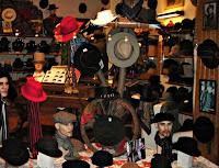 Hatten är tillbaka lagom till Fars Dag på söndag  släng slipsen och ger Far  en hatt i present för lång och trogen tjänst! Det började med grannen Kent  som ... 7647fcf6ea609