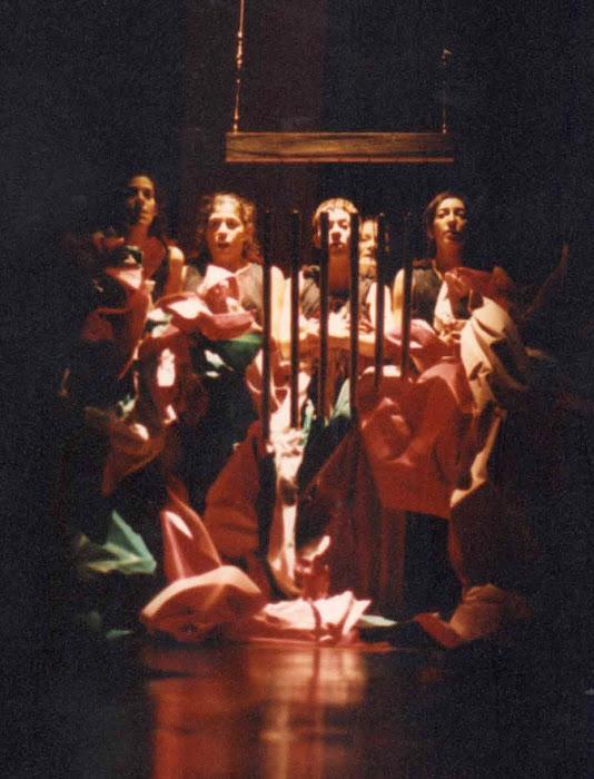 """Cuatro cuartos """"...sería maravilloso estar todos juntos en una jaulita calentita....."""""""
