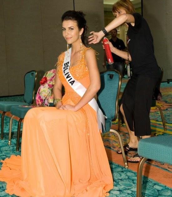 Ex-Miss Universo posa nua e sem retoques para capa de