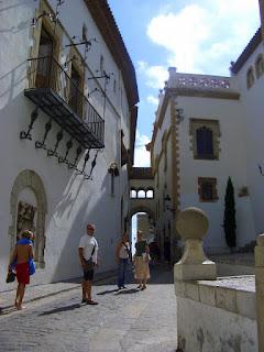 acoge la coleccin del el dr prezrosales con obras de estilo romnico gtico barroco y se presenta tambin escultura catalana