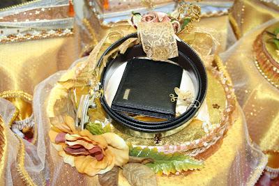 Zue's Collections| GUBAHAN HANTARAN | Hantaran Perkahwinan | hantarankahwin.com |  barang hantaran perkahwinan | BUTIK HANTARAN | Hantaran kawin &tunang | Contoh gubahan hantaran | WEDDING FAVORS, Gifts, Flowers, Hantaran, Gubahan PERKAHWINAN