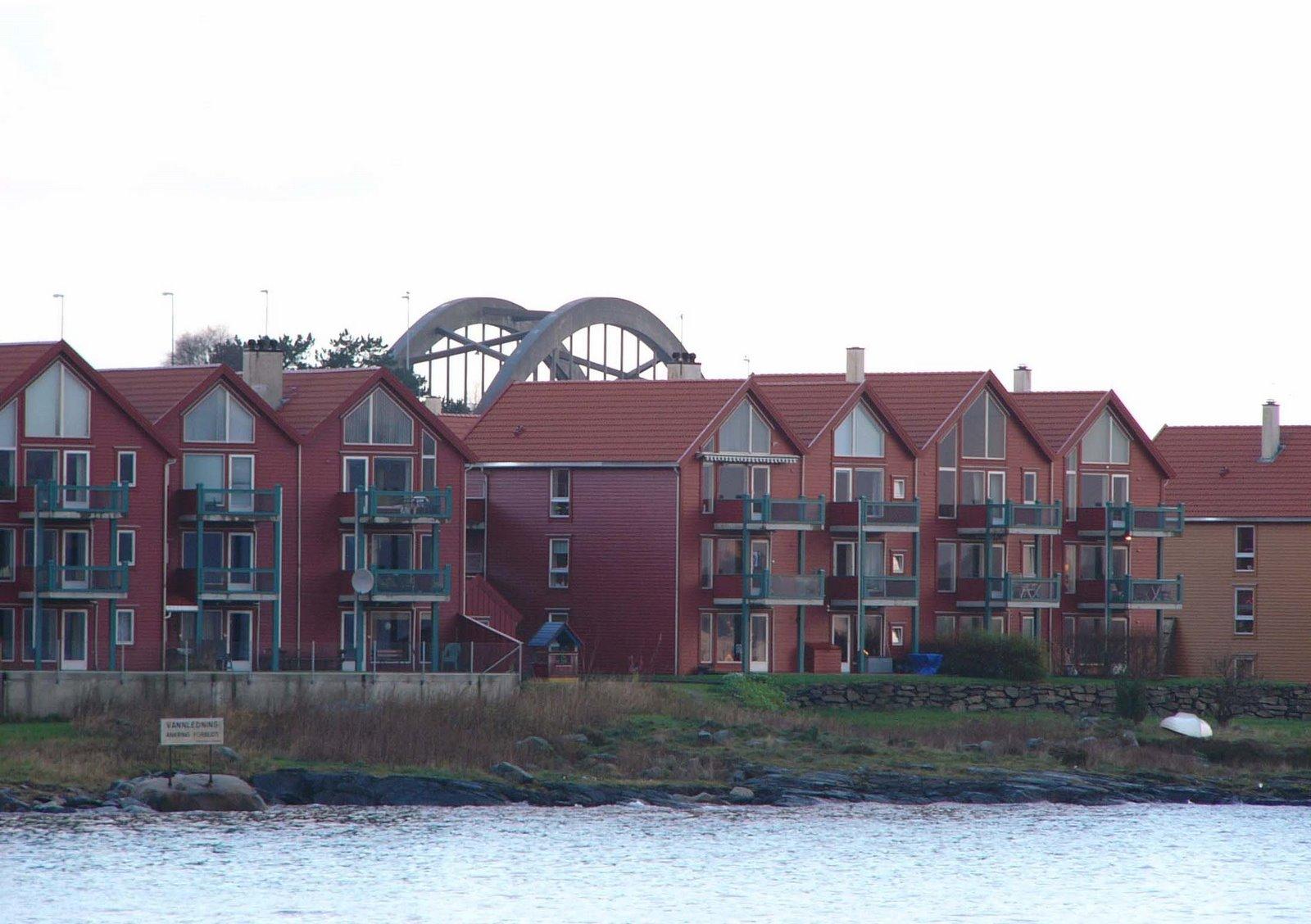 bg bg Apartment+behind+the+bridge