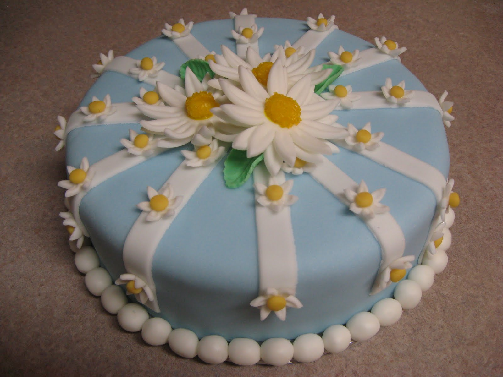 Delectable Sweets By The Smiths Fondant Daisy Cake