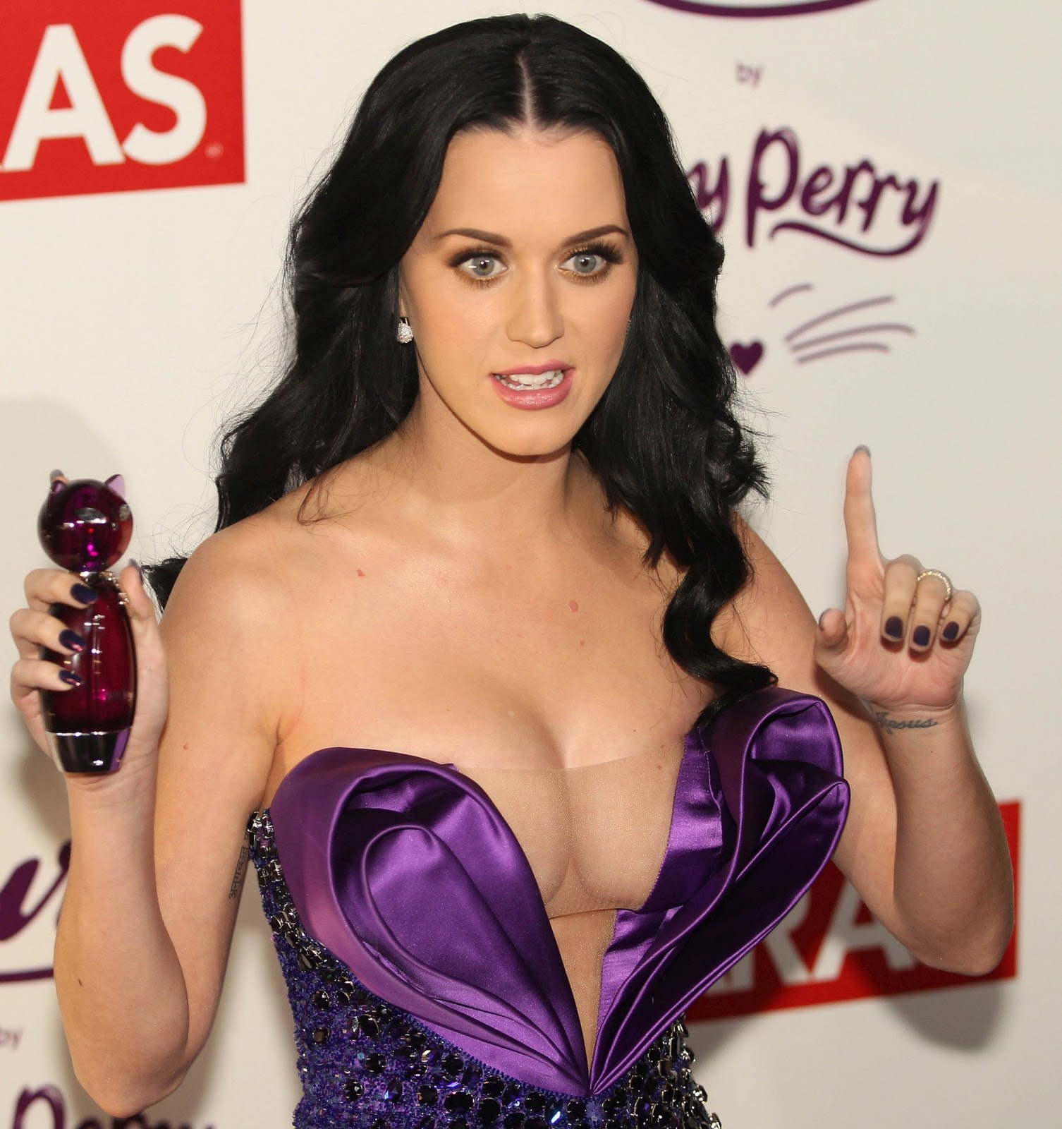 Katy Perry Hot Cleavage