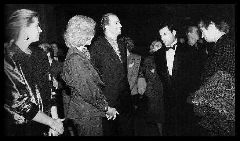 Fuente Kings And Queens: Freddie Mercury Con Amigos
