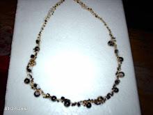 collar negro con perlas pintadas hindú tejido a crochet