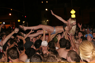 girl groped by crowd