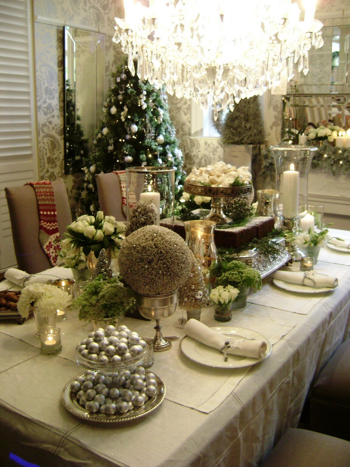 Charcoal interiors style in the city dec 17 2010 - Christmas table setting ideas ...
