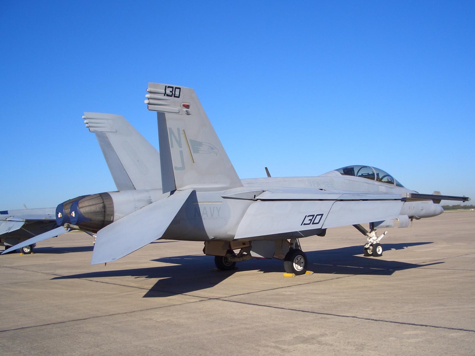 雷克蘭空軍基地:F-18大黃蜂戰鬥機   Alfred's Cave