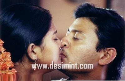 Sexy South Indian Actress Sneha Masala Bathing Photos : Tamil Actress Sneha Hot Image Still Pics in Blouse, Wet Saree, Kising Pics