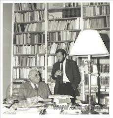 Ο Γιώργος Σεφέρης στο γραφείο του με τον Edmund Keeley Αθήνα 1960