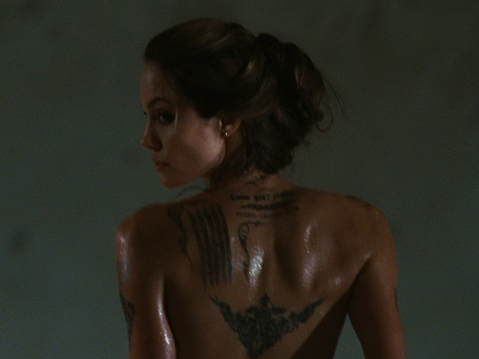 The Dramatic Story Of How Angelina Jolie's Tomb Raider Was Made