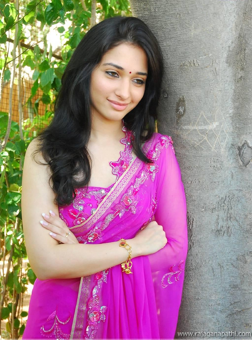 Tamanna Photo Gallery: SOUTH ACTRESS TAMANNA BHATIA IN SAREE HOT LATEST PHOTO