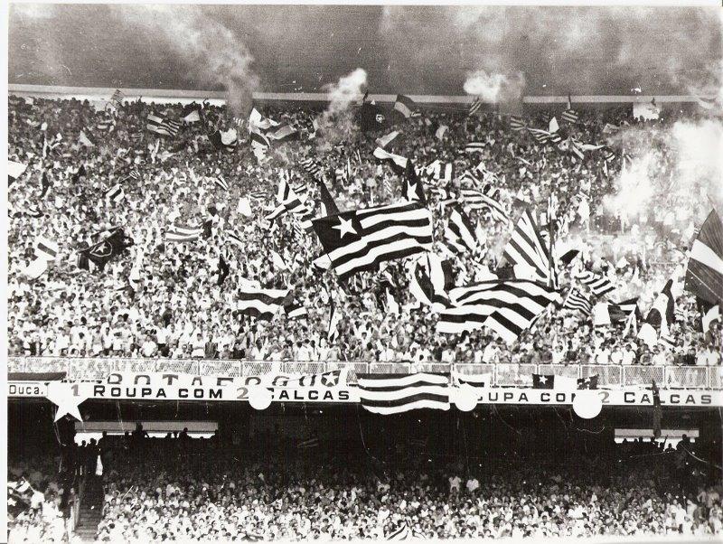 Bandeiras Botafoguenses  História das Torcidas Alvinegras c3867a53d3515