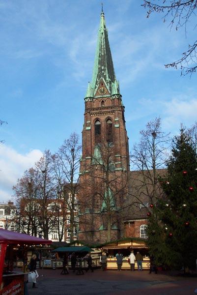 Weihnachtsmarkt Elmshorn.Zwei Linden Vor Dem Haus Lichtermarkt In Elmshorn
