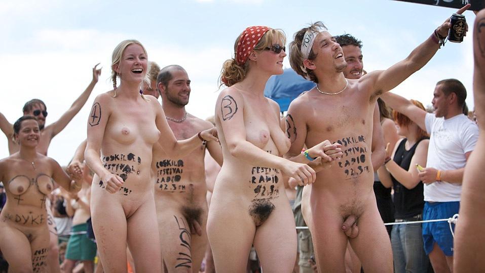 guys-naked-women-in-jackass-men