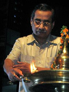 Dr. M.K. Ramachandran Nair inaugurating 14th Kerala RangaKalolsavam organized by DrisyaVedi, Thiruvananthapuram, Keralam.