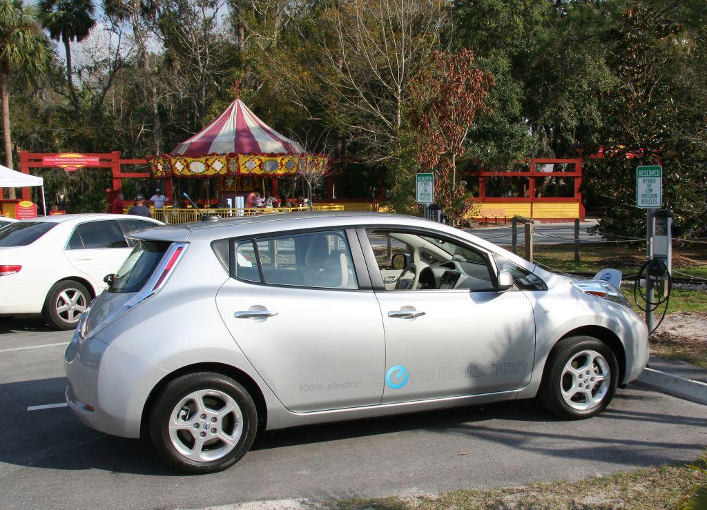 plugin recharge i saw a nissan leaf charging at the central florida zoo. Black Bedroom Furniture Sets. Home Design Ideas