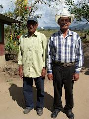 don Moncho (R) y su hermano