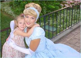 Yo con Mia en Disneyland