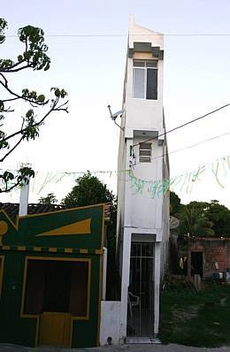 Narrow House in Madre de Deus, Brazil (3) 1