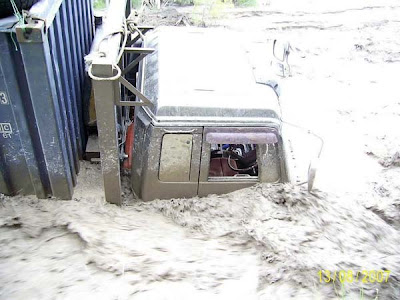 truck stuck in mud (5) 3