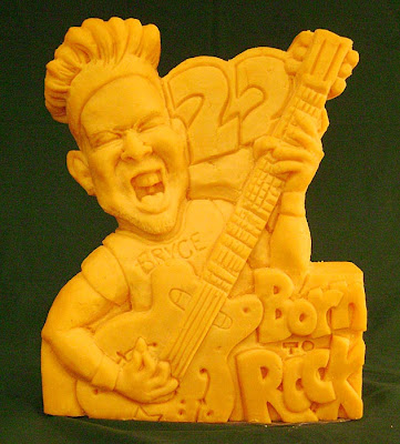 11 Creative Cheese Sculptures (11) 6