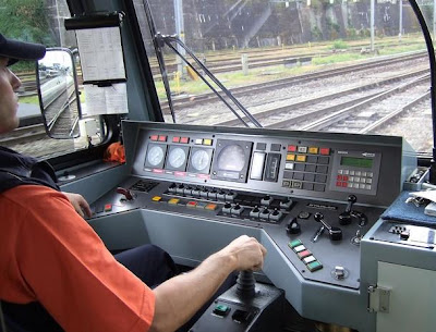 A Railroad Engineer's Workplace (12) 4