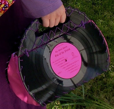 Creative and Cool Ways To Reuse Old Vinyl Records (50) 10